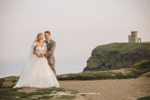 Cliffs-of-Moher-Aran-Islands-Wedding-in-Ireland-Laura-and-Mitch-13(pp_w890_h593)