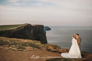 Cliffs-of-Moher-Aran-Islands-Wedding-in-Ireland-Laura-and-Mitch-14(pp_w890_h593)