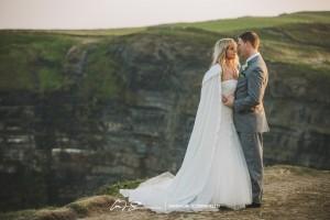 Cliffs-of-Moher-Aran-Islands-Wedding-in-Ireland-Laura-and-Mitch-8(pp_w890_h593)